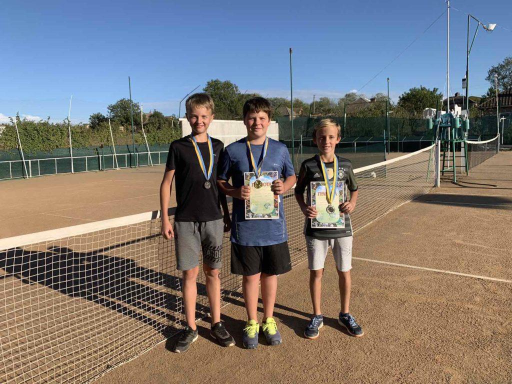 Призеры детского любительского турнира по теннису